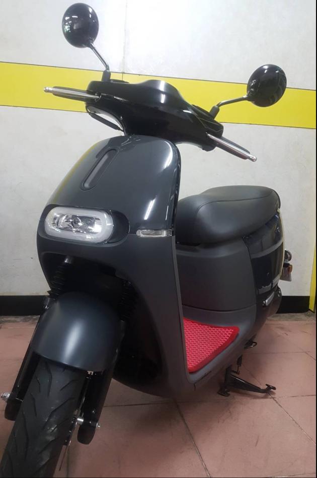 gogoro 2 灰黑色  網路價:1000  原價:1200 1